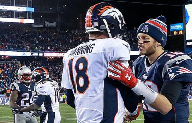 Tom Brady consolando a Peyton Manning. - Peyton, mírame al gorrito, ¿estás bien? - No quiero que me veas llorar, Tomás.  - Quítate el casco, deja que vea esos ojos. - Sólo vas a ver frente. - Guapo