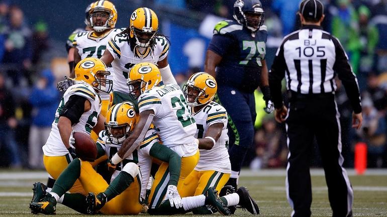 La defensa de los Packers celebrando la interceptación a Russell Wilson por parte de Morgan Burnett (42). Era la cuarta del partido a Wilson y el defensa se tiró al suelo tras coger el balón para asegurar la victoria de su equipo, 19-7 arriba a falta de cinco minutos.