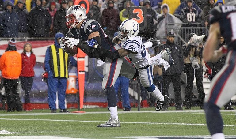 Rob Gronkowski anotando su touchdown bien entrada ya la segunda parte. Estuvo bien defendido (y poco buscado) durante gran parte del encuentro. Los Colts habían hecho de la defensa del tight end una prioridad y al final Belichick consiguió ganar sin tener que recurrir a él.