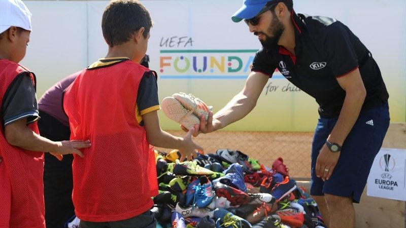 pares de botas de fútbol refugiados sirios